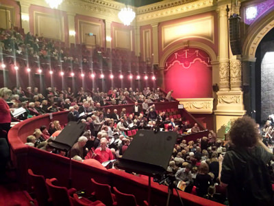 Meezing Messiah in Koninklijk Theater Carré