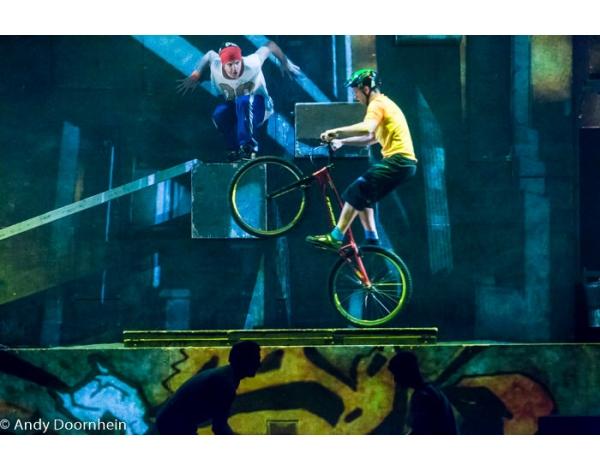 Cirque_Eloize_foto_Andy_Doornhein-7743