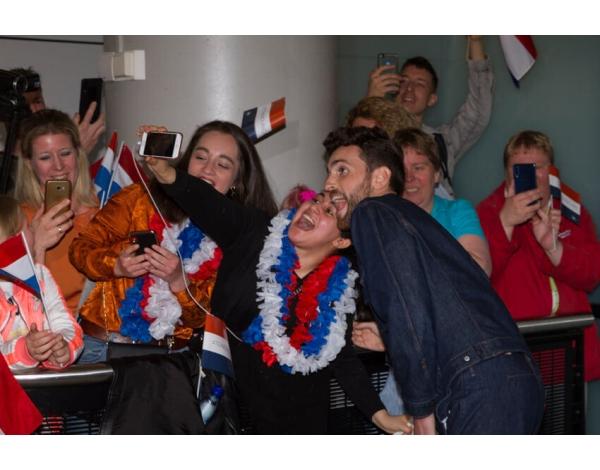 aankomst-duncan-laurence-schiphol-3753-foto-marcel-koch