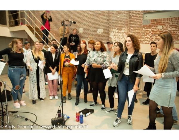 Musical-sinn-a-long-uitmarkt-2018-repetities_foto-Andy-Doornhein-1034