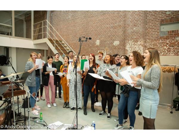 Musical-sinn-a-long-uitmarkt-2018-repetities_foto-Andy-Doornhein-1193