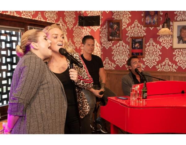 Holland_Zingt_Hazes_Cafe-theaterparadijs-Walter-Blokker-5572